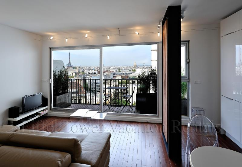 View from the inside of the apartment - The Eiffel Tower Romance - Paris - rentals