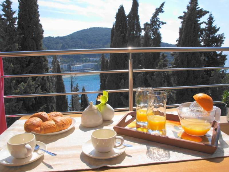 Cozy outdoor breakfast with magnificience views... - La Note Bleue- Beautiful Seaside Apt with Parking! - Dubrovnik - rentals