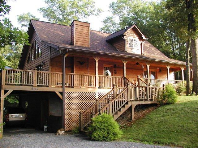 Fox Hill Cabin in the Smoky Mountains - FOX HILL CABIN near Tail of the Dragon & Fontana - Robbinsville - rentals