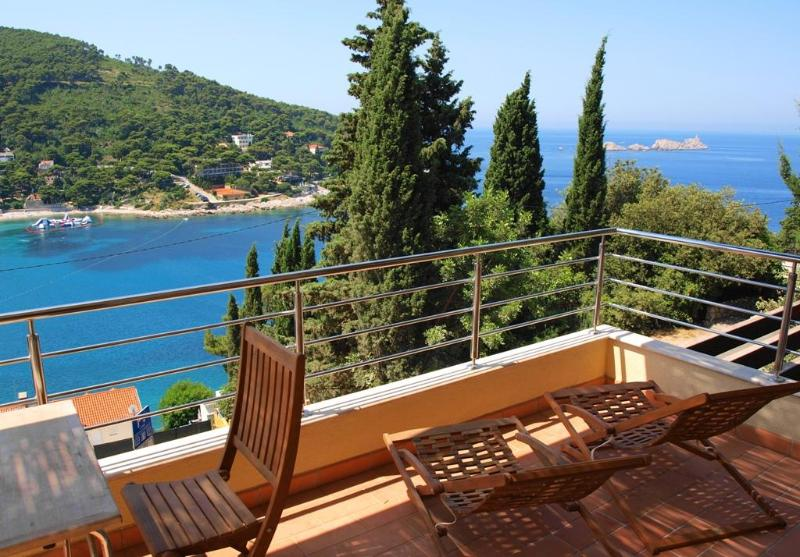 Enjoy the  enchanting views of the impossibly blue Adriatic sea - La Note Bleue| Beautiful Seaside 1-BR with Parking - Dubrovnik - rentals