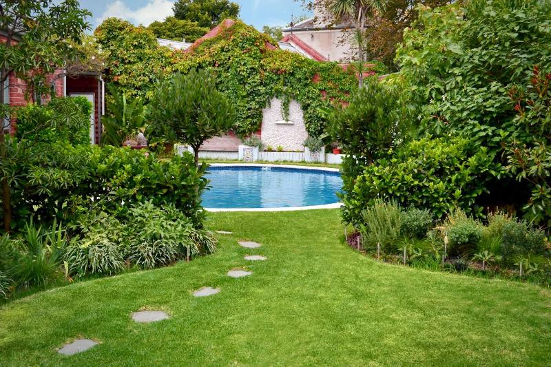 Garden - Clifton Mews beaut self contained apart with pool - Melbourne - rentals
