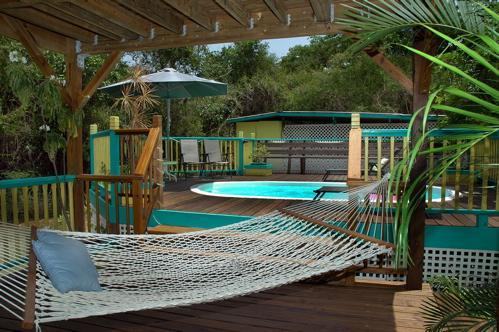 Hammock stretched by the pool - Affordable Coral Bay rental with Pool for couples or Families - Saint John - rentals
