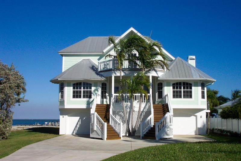 Front of house - Captiva Bayfront 4 bedroom/4 bath, boat dock, pool - Captiva Island - rentals