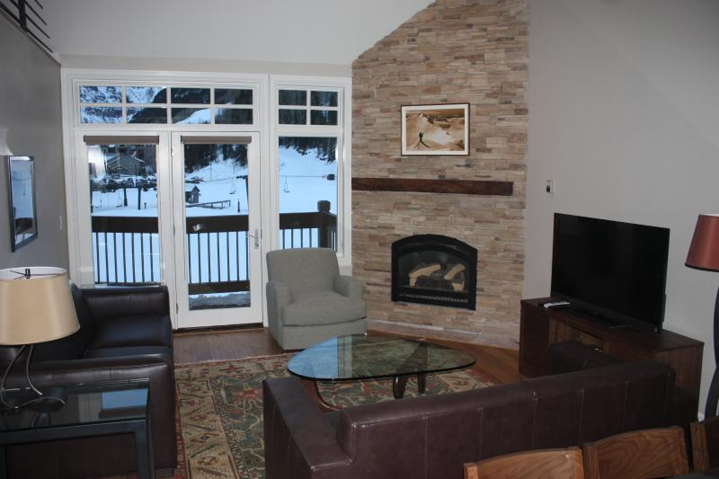Living room opens to deck with huge views - Penthouse 3+/2.5 bath-Summer Pool-Ski In/Out-HT - Telluride - rentals