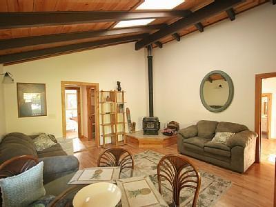 Living Room - 3 bedroom, 3 bath, sleeps 6 - Volcano - rentals