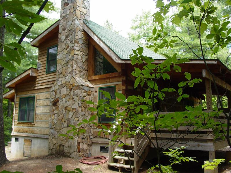 Pine Crest Cabin - Secluded Log Cabin Natural Wooded Setting - Honeymoon/Hot Tub/WiFi/Hiking/Fire Pit-Specials - Boone - rentals