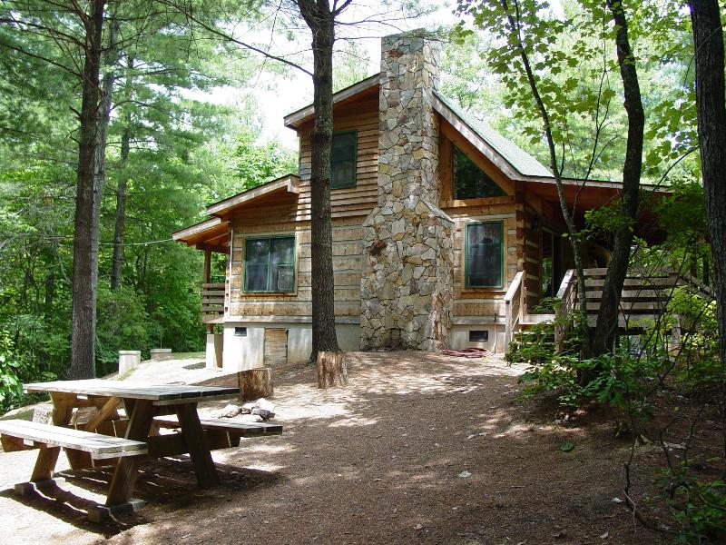 Pine Crest Cabin - Secluded Log Cabin Natural Wooded Setting - Secluded Honeymoon Cabin/Hot Tub/WiFi/Hiking/Fire Pit/June Specials/Free Nights - Boone - rentals