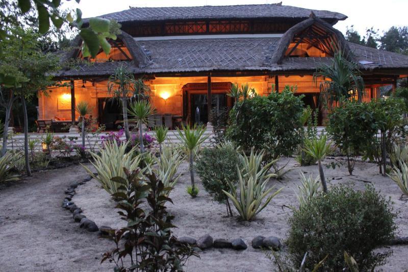 Villa at sunset - Villa Hari Puri - Gili Trawangan - rentals
