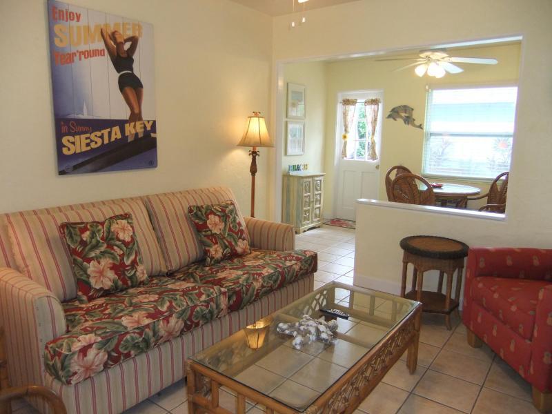 Comfortable, quality furnishings. - Ebb Tide #2 Siesta Key Gem! Pool, Beach access. - Siesta Key - rentals