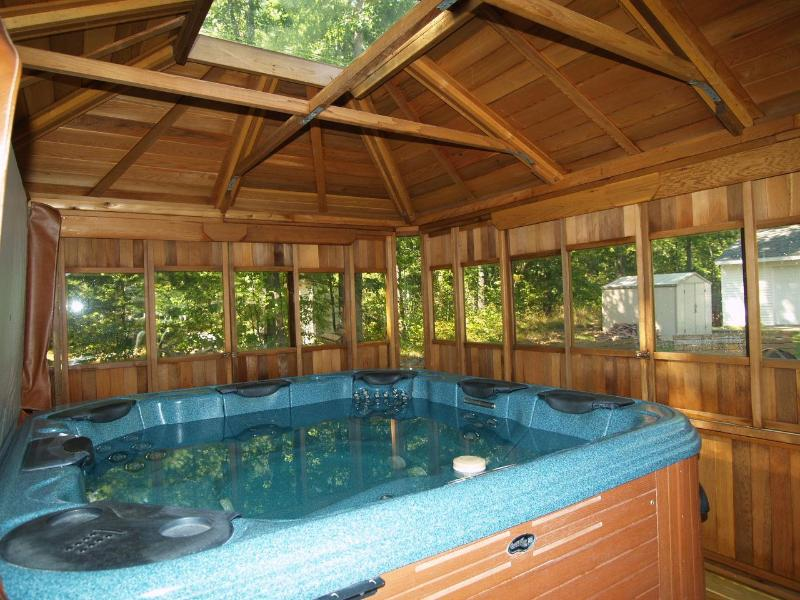 6 person spa with gazebo, mini fridge, stereo, multi-colored lights and rope lighting for ambiance! - HotTub, AC, fishing, swimming, canoeing - Wellston - rentals