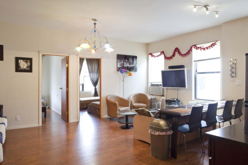 LIVING ROOM AREA - NYC 30 min by Subway, Brooklyn, Brighton Beach 2 - Brooklyn - rentals