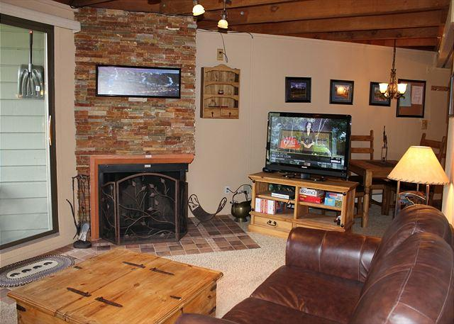 TH208D Great Condo w/Wifi, Clubhouse, Mountain Views, Fireplace - Image 1 - Silverthorne - rentals