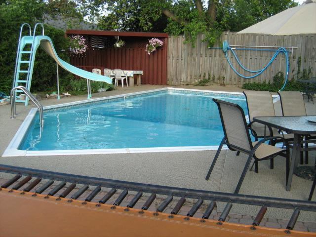 Trampoline, slide, and 3 sitting areas - Toronto outskirts, Milton relaxing oasis - Toronto - rentals