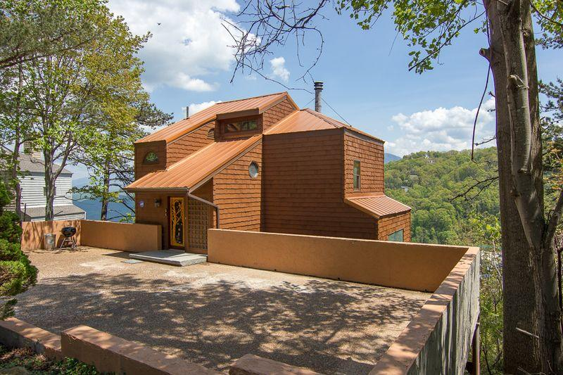 Amazing home with views of mountains and ski resort. - Undamaged! Show your support for area~4 Bd Cabin, Sleeps 8, Views, Pets ok, Htub - Gatlinburg - rentals