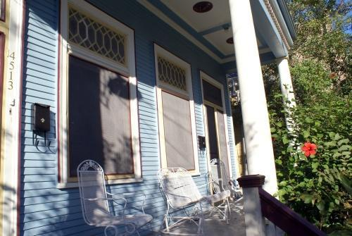 Live Like a Local and enjoy some time relaxing on the front porch - Perfect New Orleans 1-BD Suite, True Uptown Home, Quick walk to Streetcar, Pets - New Orleans - rentals