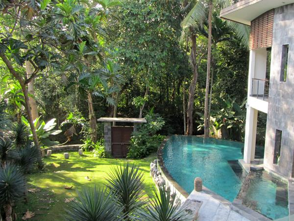 It is difficult to tell where the villa ends and nature starts as the two merge together. - Firefly Villa Tropical Splendor Riverside Luxury - Canggu - rentals