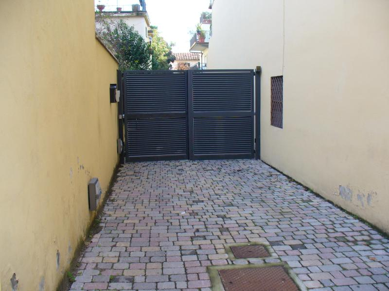THE MAIN GATE OF THE PROPERTY - Very Calm Studio with Garden, Parking and Wifi - Florence - rentals