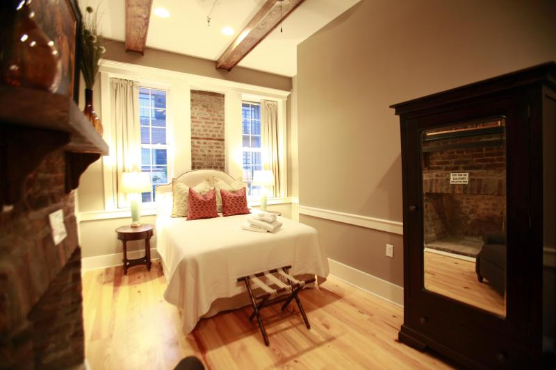 Executive 3 Bedroom in the Heart of Downtown Chas! - Image 1 - Charleston - rentals