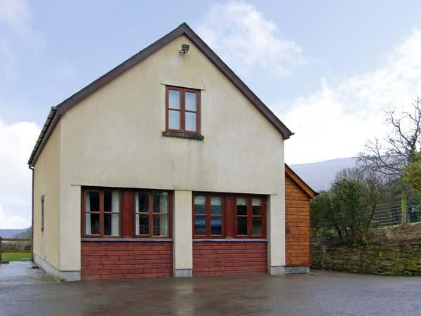 PENROSE COTTAGE, family friendly, country holiday cottage, with a garden in Govilon, Ref 5119 - Image 1 - Govilon - rentals