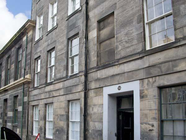 35 BARONY STREET, family friendly, country holiday cottage in Edinburgh, Ref 4532 - Image 1 - Edinburgh - rentals