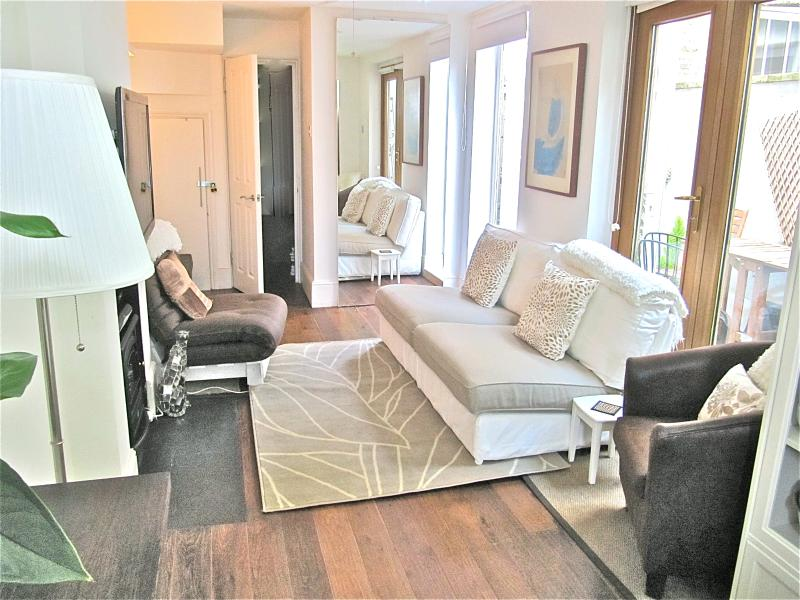 Chic lounge area - Luxury condo 5m walk to river Thames + free wifi - London - rentals