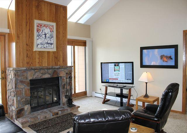 BV402BB Great Condo w/ Elevator, King Bed, Wifi, Fireplace, Clubhouse - Image 1 - Silverthorne - rentals