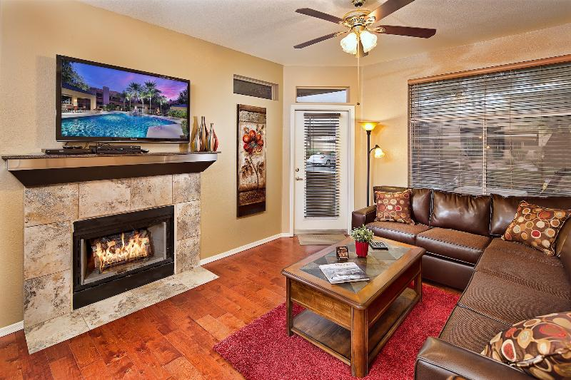 Spacious Living Room with HD TV - 20% Off Now - Heated Pool, Hot Tub, Prime Area - Scottsdale - rentals