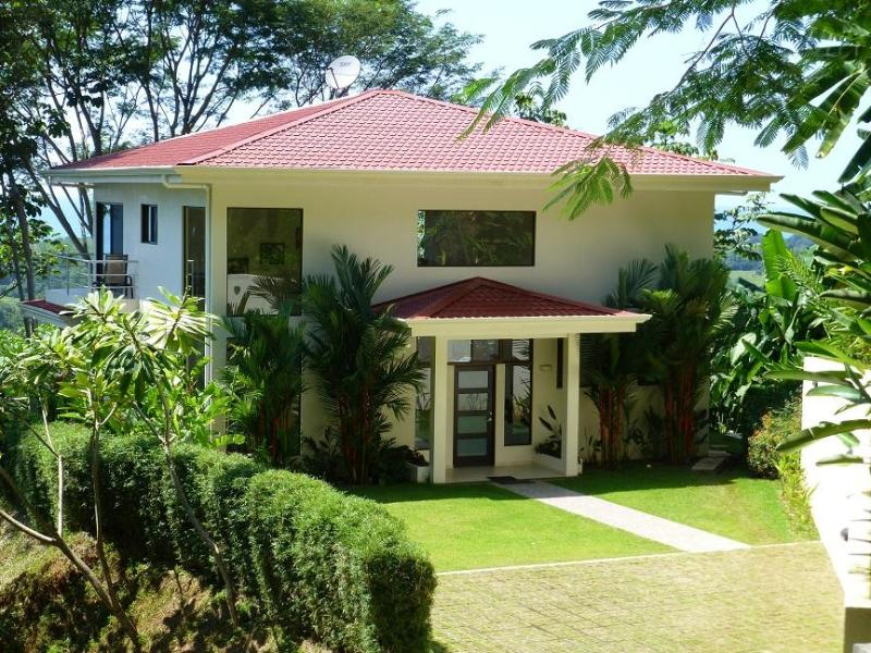 View of the villa overlooking the Pacific - Villa Cristal- Open floor plan with sweeping views - Dominical - rentals
