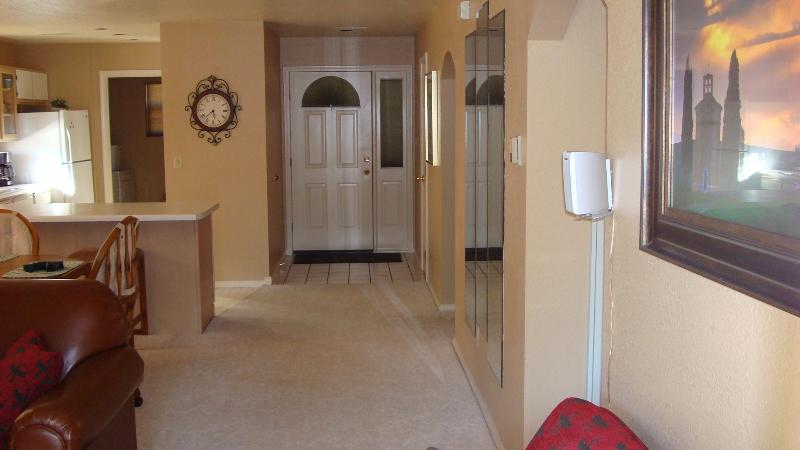 Center of Town, Quiet, Comfy Kings, Wi-Fi, Luxury - Image 1 - Branson - rentals
