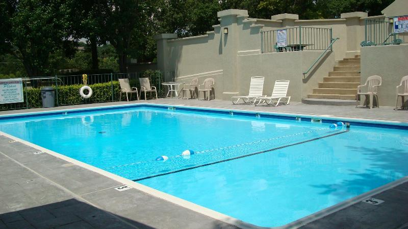 The secluded pool is only about 40 yards from your front door. - Center of Town, Quiet, Comfy Kings, Wi-Fi, Luxury - Branson - rentals