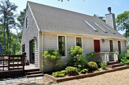 CONTEMPORARY CAPE IN PRIVATE KATAMA LOCATION - KAT MADA-16 - Image 1 - Edgartown - rentals