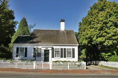 THE 1849 HOUSE: IN-TOWN HISTORIC CAPE NEWLY RENOVATED - EDG JCHI-113 - Image 1 - Edgartown - rentals