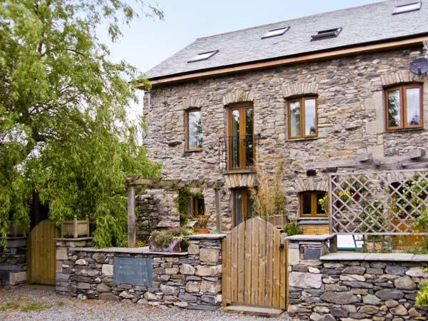 WILLOW BARN, family friendly, luxury holiday cottage, with a garden in Flookburgh, Ref 4534 - Image 1 - Flookburgh - rentals