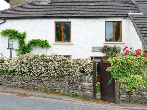 4 GREEN CROSS COTTAGE, pet friendly, luxury holiday cottage, with a garden in Burton-In-Kendal, Ref 4530 - Image 1 - Cumbria - rentals