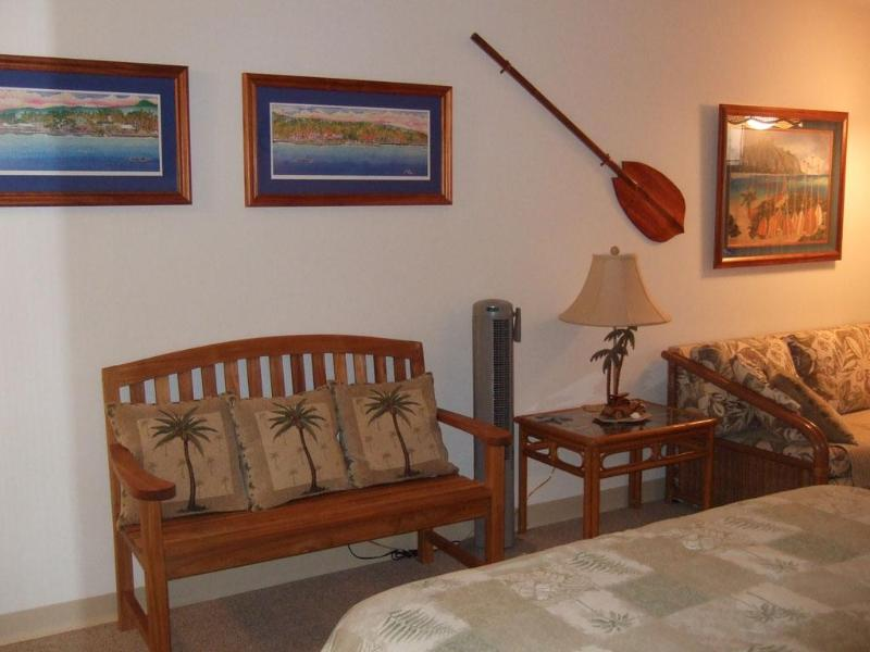 Living area - Beautiful, Clean, Well Decorated Oceanfront Condo - Kailua-Kona - rentals