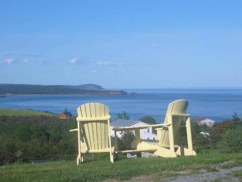 Come relax in our chairs and watch the ever changing  tides of the Bay of fundy.. - Moore's SpecialtiesTourist Home and Gallery  /B&B - Saint John - rentals