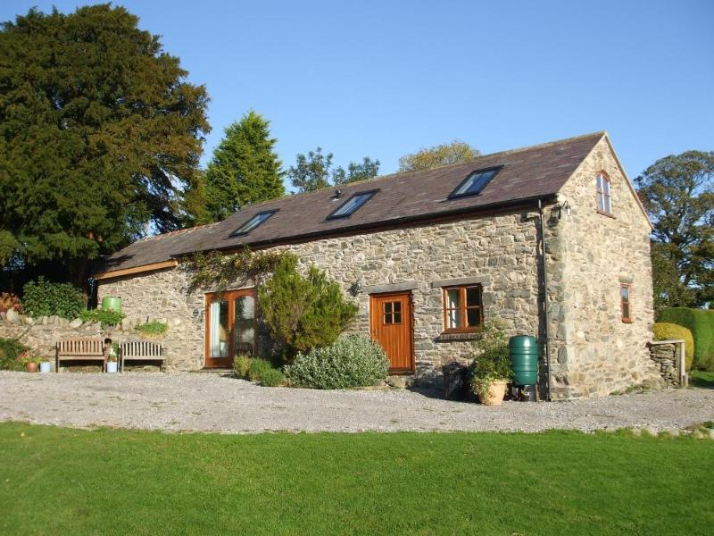 Gwenoldy (Swallows' Rest) frontage - Gwenoldy (Swallows' Rest) 5 star country cottage - Mold - rentals