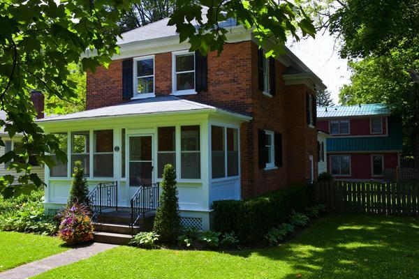 Front of house - Downtown-huge private garden, shop, dine, theatre - Niagara-on-the-Lake - rentals