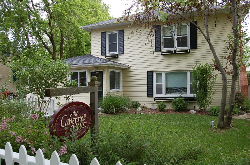 Welcome To Cabernet House - comfort,central location,easy walk to it all, wifi - Niagara-on-the-Lake - rentals