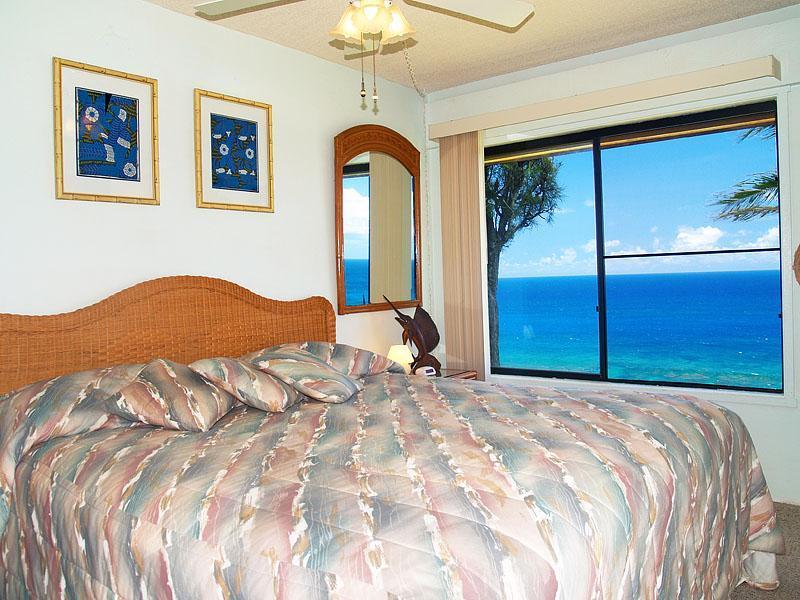 Master Bedroom - Sealodge D-4  Ocean Front Condo in Kauai - Princeville - rentals