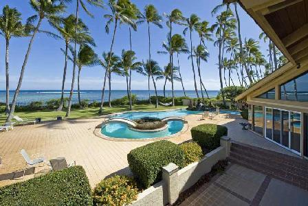 On a palm tree-lined beachfront, Kahala Mini Resort boasts 2 pools & lush gardens - Image 1 - Honolulu - rentals