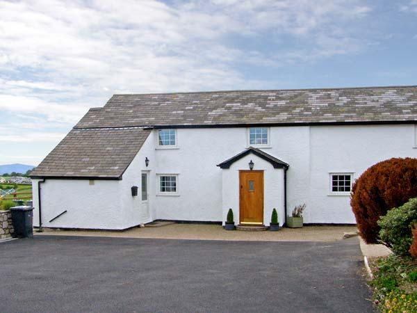 BRYN UCHAF, family friendly, character holiday cottage, with a garden in Llannefydd, Ref 5143 - Image 1 - Llannefydd - rentals