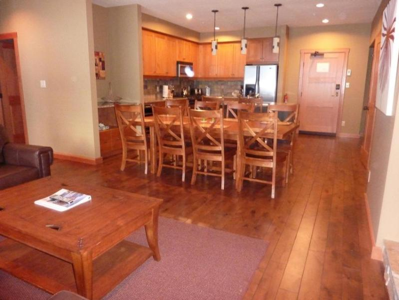 Main living area and kitchen - 4 BEDROOM 3 BATH LUXURY CONDO - Rossland - rentals