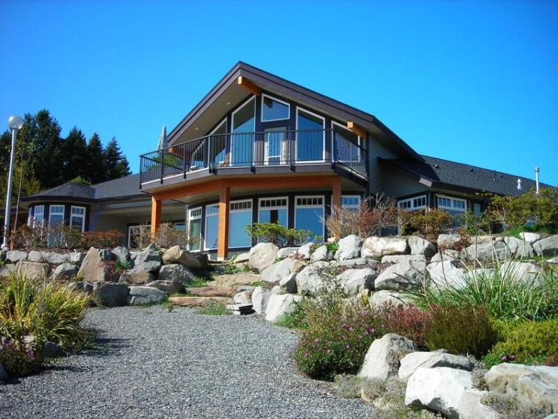 Beachside Garden B & B with front garden - Beachside Garden B & B - Magnolia Room - Ladysmith - rentals
