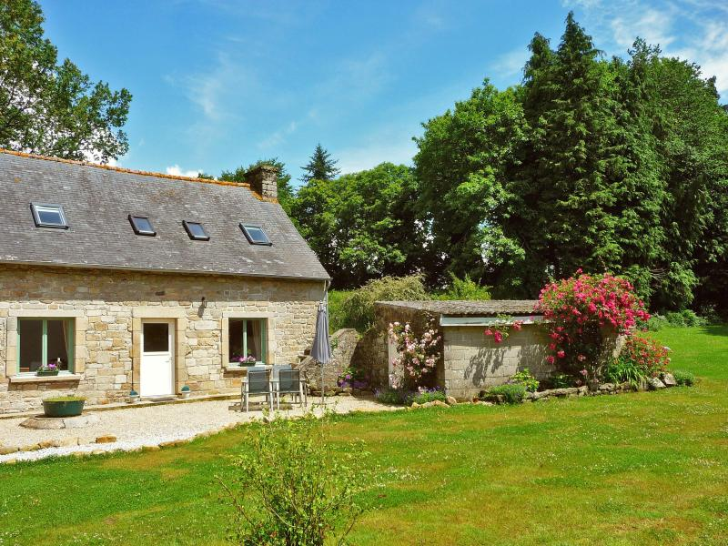 Le Lapin - 2 bedroom/2 bath House in the Hearth of Brittany - Ploerdut - rentals