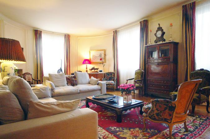 Place du Trocadero 2 Bedroom 3 Bathroom (3539) - Image 1 - Paris - rentals