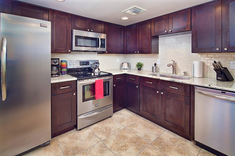 Upgraded kitchen with everything you need! - Unbeatable Location, 2 Pools, Hot Tub, $100 Off - Scottsdale - rentals