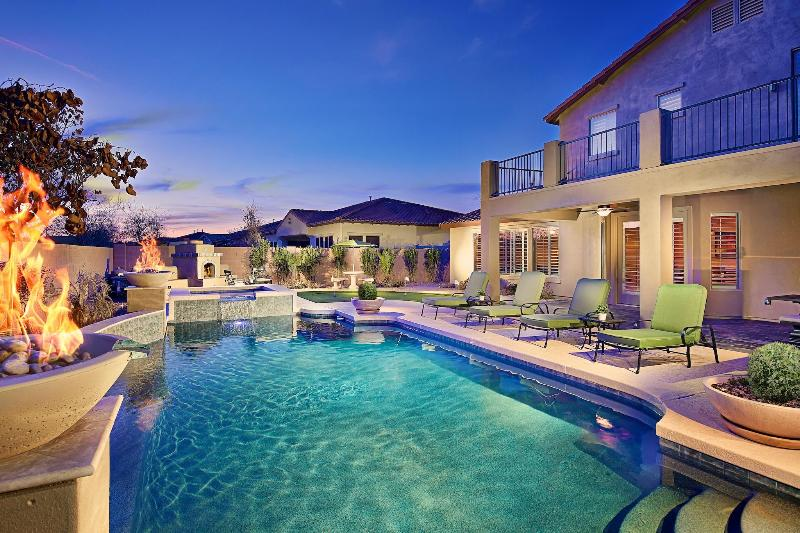 Resort Style Backyard with  Heated Pool and Spa! - Up to 20% Off Now! Huge Pool, Hot Tub, Game Room - Phoenix - rentals