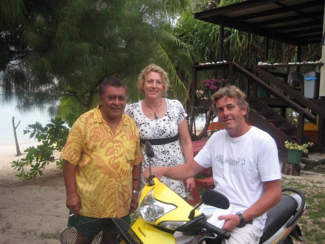 Guests getting lessons on scooter - Travel & Holiday Cook Islands Aitutaki Beach Villa - Aitutaki - rentals