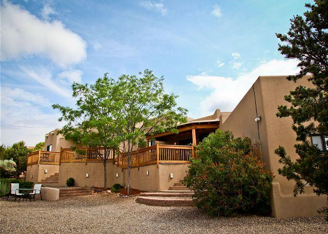 Welcom to Casa Eskeena - Near Plaza - luxury home offers views, fine furnishings, hot tub, firepalce.. - Santa Fe - rentals